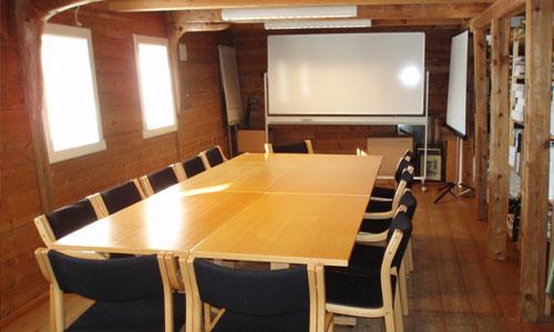 Kurs, konferanse og møte på Baroniet Rosendal Avlsgård & Fruehus. Her grupperommet.